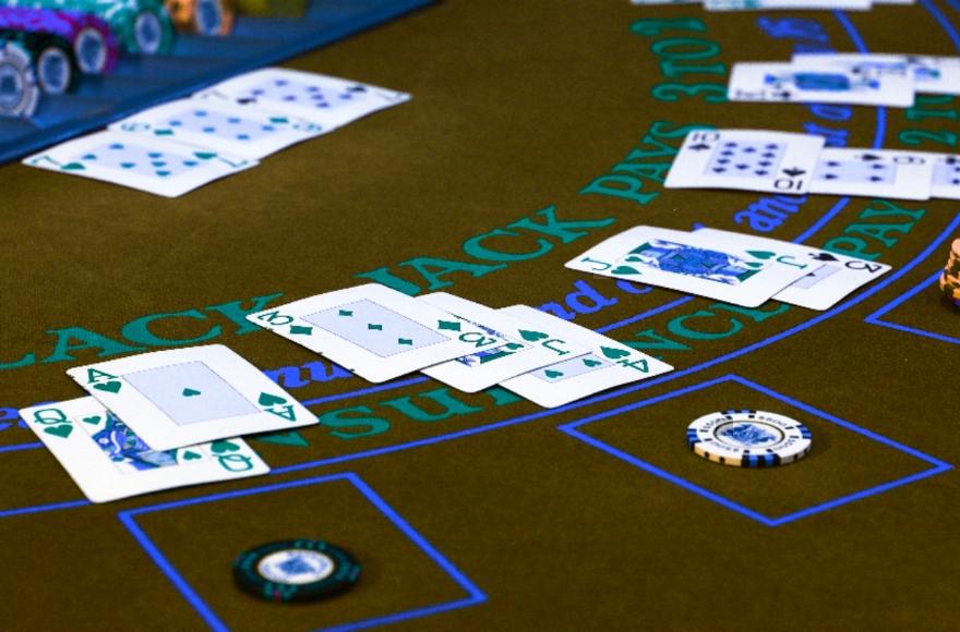blackjack-kartu-di-meja
